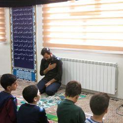 برنامه نماز جماعت و مداحی توسط یکی از دانش آموزان